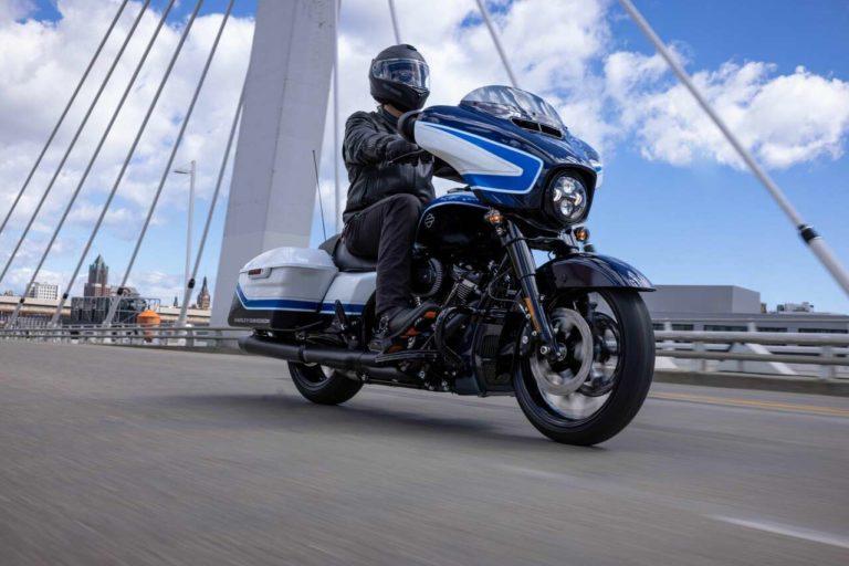 Harley-Davidson präsentiert die Street Glide Special in der limitierten Lackversion Arctic Blast